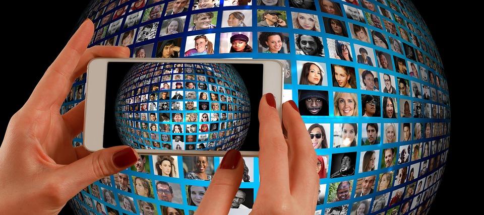 """Publicar y compartir contenido, en LinkedIn, es una de las formas de sacar el máximo partido a las redes sociales y hacerlo desde el móvil te ayuda a """"ser activo""""."""